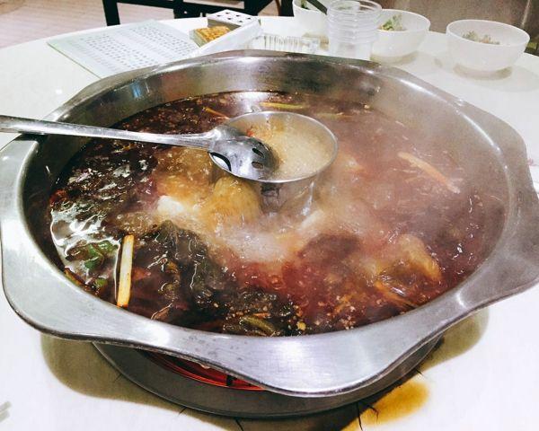 春暖花开吃货来,超好吃的鱼火锅味道正的不行.....